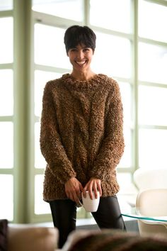 Cozy Textured Pullover FREE knitting pattern - chunky sweater with big cable (hva) Pull Crochet, Knit Crochet, Sweater Knitting Patterns, Free Knitting, Knit Patterns, Lion Brand Yarn, Knitting For Beginners, Pulls, Men Cardigan