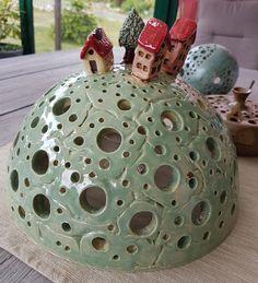 Pottery Houses, Ceramic Houses, Ceramic Clay, Ceramic Bowls, Clay Crafts, Arts And Crafts, Organic Ceramics, Ceramic Lantern, Clay Texture