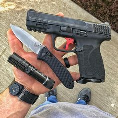 "Brad on Instagram: ""#thursdaycarry #everydaycarry #edc #concealcarry #edcgear #concealedcarry #mandp2point0 #mandp #overwatchprecision #9mm #benchmade575…"""