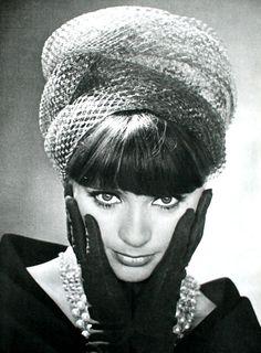 Model wearing a turban by Paulette, L'Officiel, December 1963.