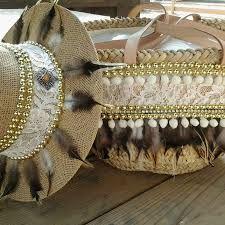 Risultati immagini per capazos decorados con crochet Ibiza Fashion, Diy Fashion, Pochette Diy, Accessorize Shoes, Hessian Bags, Diy Sac, Ethnic Bag, Denim Handbags, Unique Purses