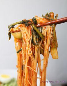 열무비빔국수 만드는법 딱 맛있게! : 네이버 블로그 Korean Dishes, Korean Food, Korean Noodles, Asian Recipes, Ethnic Recipes, Lunch Menu, I Want To Eat, Food Plating, I Love Food