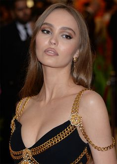 Lily-Rose Depp at the 2019 Met Gala Lily Rose Depp Style, Lily Rose Melody Depp, Vanessa Paradis, Beauty Makeup, Hair Makeup, Hair Beauty, Makeup Inspo, Makeup Ideas, Pretty People