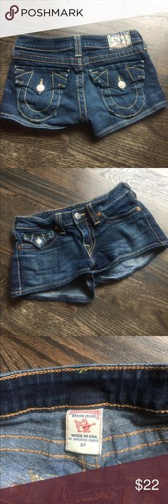 """True Religion Denim Shorts EUC 27 flap pocket These are authentic True Religion short that have only been worn a few times. 7"""" rise, 2"""" inseam, 8.5"""" total length & 15"""" across waist. 99% Colton & 1% elastine. Nice slightly stretchy! True Religion Shorts Jean Shorts"""