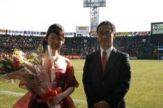 国歌独唱者、川島 沙耶さんと日本学生アメリカンフットボール協会平井理事長