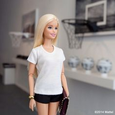 Back in #Wynwood to check out the @sunshinesurfclub #HoopDreams Miami pop-up! #barbie #barbiestyle