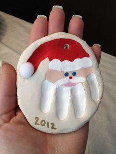 Weihnachtsmann - Handabdruck in Salzteig - #Handabdruck #saltdough #Salzteig #Weihnachtsmann