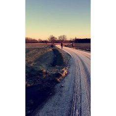 Winterwandeling ❄️❄️  #winter #morning #morningwalk #outdoors #cold #snow #ice #freezing #family #dog (bij Rijkevorsel)