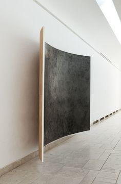 WANDA STOLLE o.T. 2013, Graphit, Leinöl, Kreidegrund auf Holz, 240 x 380