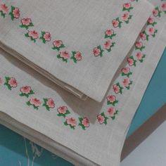 #kenavice #elisi #etamin #dmc #sparis #alinir #carpiisi #havlular #piketakimi #yastik #ceyizlik #ceyizlikurunler #kanaviceseccade… Palestinian Embroidery, Cross Stitch Alphabet, Bed Covers, Needle And Thread, Cross Stitching, Floral Tie, Embroidery Stitches, Diy And Crafts, Towel