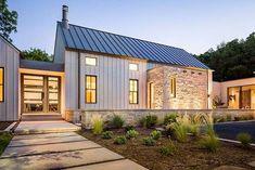 Contemporary Farmhouse Exterior 3 Contemporary Farmhouse Exterior, Farmhouse Exterior Colors, Modern Farmhouse Plans, Modern Exterior, Farmhouse Design, Exterior Design, Texas Farmhouse, Exterior Siding, Farmhouse Ideas