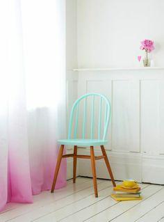 Une déco pastel dans un intérieur minimaliste #deco #pastel #tieanddye