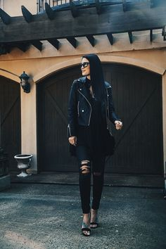 DTKAustin is talking all about how to wear an all black outfit for the Fall and giving tips on how to wear an all black outfit in general. | all black style | how to wear all black | all black outfit ideas | fall fashion tips | fall outfit ideas | fall st