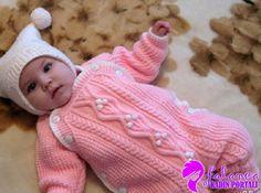 Hem kız bebekler hemde erkek bebekler için yapabileceğiniz istediğiniz boyda yapabileceğiniz bu değişik ve şık düğmeli bebek tulumunun yapılışı için yapılı