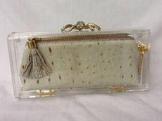Clutch acrilica transparente com bolsinha em couro croco com forro em cetim, ziper de metal com puxador de cachucho,aranha  cravejada de cristais. R$ 229,00