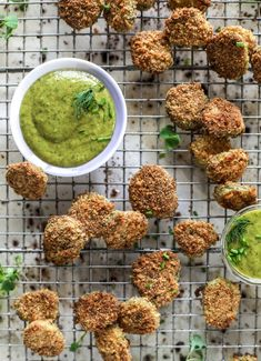 Crispy Baked Pickles with Green Goddess Ranch - Oven Fried Pickles Oven Fried Pickles, Baked Pickles, Appetizer Recipes, Dog Food Recipes, Appetizers, Healthy Recipes, Party Recipes, Potato Recipes, Crispy Oven Fries