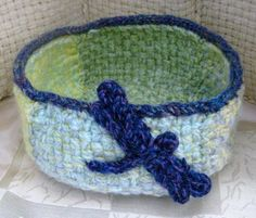 Free Loom-Woven Pattern L20138B Large Loom Woven and Knit Dragonfly Basket : Lion Brand Yarn Company