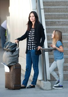 Courteney Cox Courtney Cox frequently goes out sans makeup. The actress looked lovely just waiting in the airport au natural. Why bother with layering on cosmetics when you look this good without?