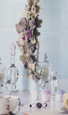 Espejo con flores de fieltro