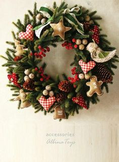 Christmas wreath Ideas for new season Christmas holidays often come with joy and happiness. This can be emphasized with a bunch of DIY Christmas wreaths to make the holiday complete. Christmas Wreaths To Make, Noel Christmas, Holiday Wreaths, Rustic Christmas, All Things Christmas, Christmas Ornaments, Christmas Ideas, Christmas Swags, Primitive Christmas