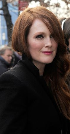 I love Julianne Moore's vibrant red hair. She is so classically beautiful. She has a really pretty complexion with her fair skin. I love the way she picks colors like green and purple … Hairstyles With Glasses, Wedge Hairstyles, Fringe Hairstyles, Fancy Hairstyles, Older Women Hairstyles, Everyday Hairstyles, Pixie Hairstyles, Hairstyles With Bangs, Wedding Hairstyles