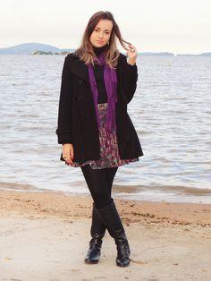 Saia floral, bota e casaco. Look de inverno.