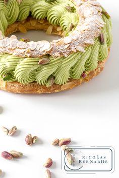 Choux Pastry, Pastry Art, Pastry And Bakery, Choux Cream, Pistachio Dessert, Pastry Design, Paris Brest, French Patisserie, Profiteroles