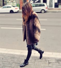 The Classy Issue Carrie Bradshaw, Fur Fashion, Love Fashion, Winter Wear, Autumn Winter Fashion, Mode Style, Style Me, Maja Why, Vogue
