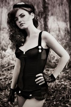 Lovin' the vintage look in this picture, beautiful!