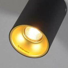 Foco DEEP negro/oro - Foco de plafón muy exclusivo por sus materiales y colores. El interior en oro mate contrasta maravillosamente con la estructura lacada en negro mate del cilindro.  #gold #black&gold #blackandgold