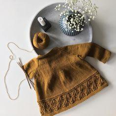 @smastrikk Denne blusen  Gleder meg til bloomers, fine guttelår, sokker i sandalene og denne fine saken her Oppskift finner du i boken «Omhu» av @nordiskstrik  #hyldebluse#omhu#striktildemindste#knittinginspiration#knitting_inspiration#knitspiration#knitinspire#i_loveknitting#knitstagram#knittersofinstagram#instaknit#instaknitters#strikktilbarn#babystrikk#guttestrikk#barnestrikk#babyknits#knitforboys