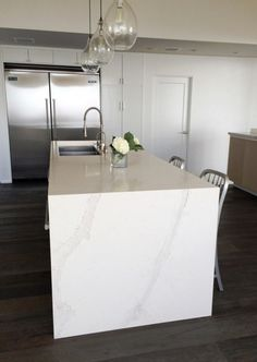 Caesarstone Calacatta Nuvo kitchen counters in a Malibu home. White quartz counters highlighted in a chef's kitchen.