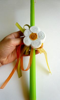 Easter candle decorated with a felt brooch - daisy. https://www.facebook.com/BeadABoo