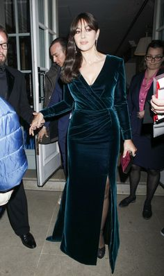 License to Thrill: Kate Middleton attends the Spectre premiere in a sheer Jenny Packham gown - & Mirror Online Stunning Dresses, Elegant Dresses, Evening Dresses, Prom Dresses, Formal Dresses, Velvet Dress Designs, Hijab Fashion, Fashion Dresses, Prom Dress Couture