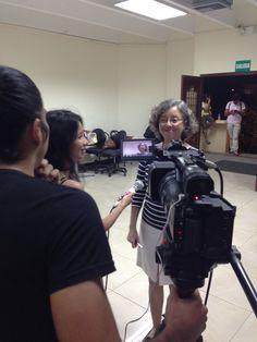 La docente Maritza Carvajal, aportando a nuestras cámaras del canal de la facultad. Ella nos comenta un poco sobre el lanzamiento de este nuevo blog donde podremos informarnos sobre diferentes temas actuales. #DocentesUcsg #Ucsg #BlogDiversidad