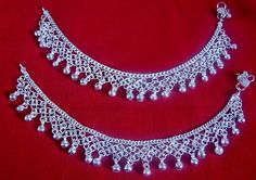I had one of these years ago, but they had a more antiqued look to them. India Jewelry, Wire Jewelry, Gold Jewelry, Jewellery, Cute Anklets, Silver Anklets, Anklet Designs, Every Step You Take, Pretty And Cute