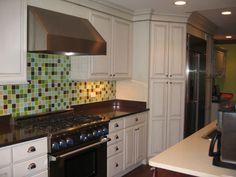 Plush Glass Backsplash Recommendation : Fabulous Glass Tile Backsplash White Cabinets Laminate Floor