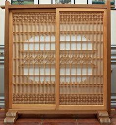Naka-nuki shoji with kiri and asa-no-ha patterns Woodworking, Screen Design, Wooden Art, Japanese Woodworking, Shoji Screen, Wood Design, Outdoor Design, Japanese Furniture, Woodworking Designs