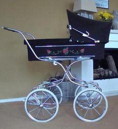 Hippe Ouderwetse kinderwagen jaren 70
