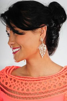 Time to accessorize! These earrings are calling my name. They're classy, simple, and detailed to perfection. I need!  Twice as nice earrings: Ivory