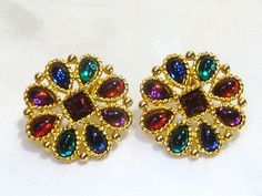 VINTAGE NAPIER SIGNED MULTI-COLOR FACETED GLASS RHINESTONE EARRINGS CLIP-ON.