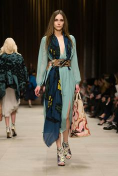 Burberry Prorsum A/W 2014 - Pale teal blue silk tea dress with a floral cashmere scarf and hand-painted ankle boots Burberry Prorsum, Burberry 2014, Burberry Women, Look Fashion, High Fashion, Fashion Outfits, Womens Fashion, Haute Couture Style, London Fashion Weeks