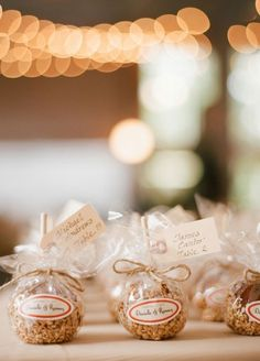 5. How sweet! Candy apples are an amazing wedding favor for a fall wedding. #EdibleWeddingFavors