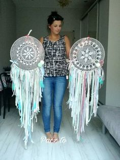 Simple and Easy DIY Dream Catcher to Beautify your Space 13 The post Simple and Easy DIY Dream Catcher to Beautify your Space 13 appeared first on Diy. Lace Dream Catchers, Dream Catcher Boho, Los Dreamcatchers, Diy Dream Catcher Tutorial, Diy And Crafts, Arts And Crafts, Crochet Dreamcatcher, Diy Tumblr, Diy Baby Gifts