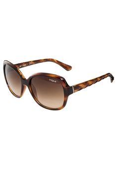 VOGUE Eyewear. Lunettes de soleil - brown. Forme des lunettes:papillon. Étui à lunettes:Étui rigide. Optique:verres à revêtement. Longueur des branches:14 cm en taille 56. Filtre UV:oui. Largeur du pont:1.8 cm en taille 56. Largeur:14 cm en...