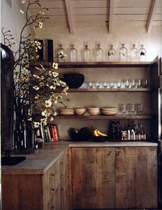 Open shelving -★- wood