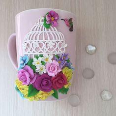 Весна!!! Цветы!!! 🌸🌸🌸 Пение птичек!!! Ммм... красота💖💖💖 Кружечка в наличии!!! Polymer Clay Flowers, Polymer Clay Charms, Polymer Clay Art, Polymer Clay Jewelry, Cute Mug, Fall Flower Crown, Clay Pen, Cold Porcelain Flowers, Clay Mugs