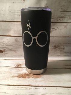 Harry Potter Travel Mug Harry Potter Gift Harry Potter Lover Cadeau Harry Potter, Deco Harry Potter, Harry Potter Bedroom, Harry Potter Merchandise, Harry Potter Shirts, Harry Potter Theme, Harry Potter Fandom, Harry Potter World, Harry Potter Stuff