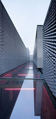 Un projet de design d'intérieur a toujours besoin d'un peu d'inspiration architecturale. Découvrez des détails de conception d'éclairage plus luxueux sur luxxu.net
