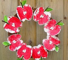 This Red Delicious DIY Apple Print Wreath is a terrific easy paper craft to do with your kids! Fall Paper Crafts, Autumn Crafts, Fall Crafts For Kids, Toddler Crafts, Diy For Kids, Holiday Crafts, Paper Crafting, Classroom Crafts, Preschool Crafts